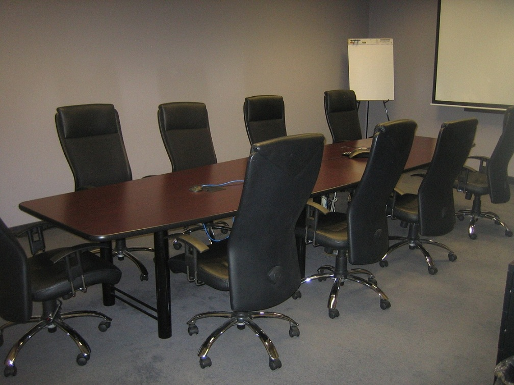 Conference Table And Chairs - Small round meeting table and chairs