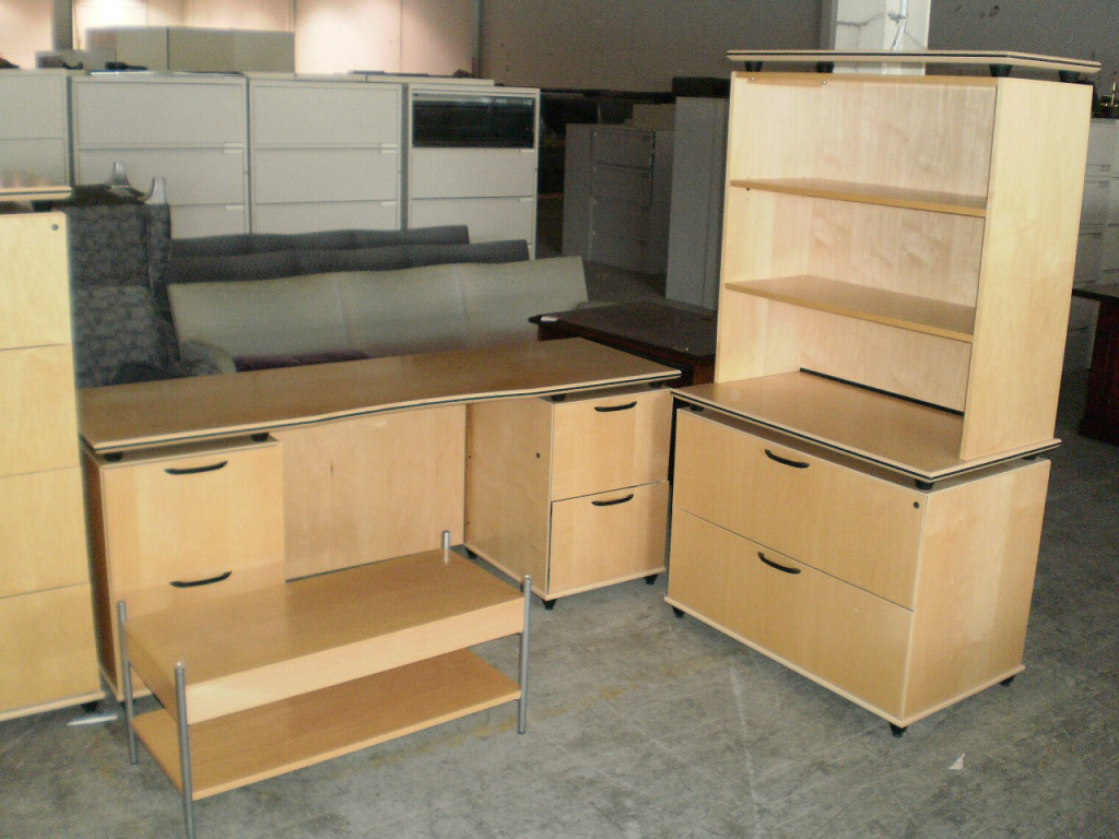 Maple Wood Veneer Desk Set
